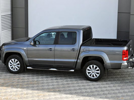 Vanstyle MAXX 76mm Sidebars with Step Pads VW Amarok 2010>