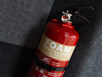 Foam Fire Extinguisher with Mounting Bracket – 2 Litre
