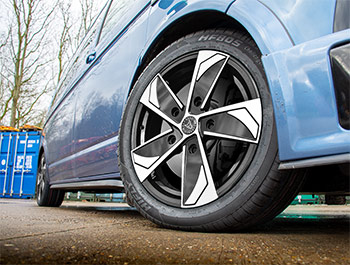 Wolfrace AD5 18in 8J Black & Polished - VW T5 / T6 Wheel & Tyre