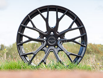"Velare VLR08 20"" Diamond Black Load Rated Wheel & Tyre - T5 T6"