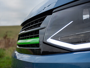 Gloss Black With Green Band ABS Badgeless Grille - VW T6 15>19