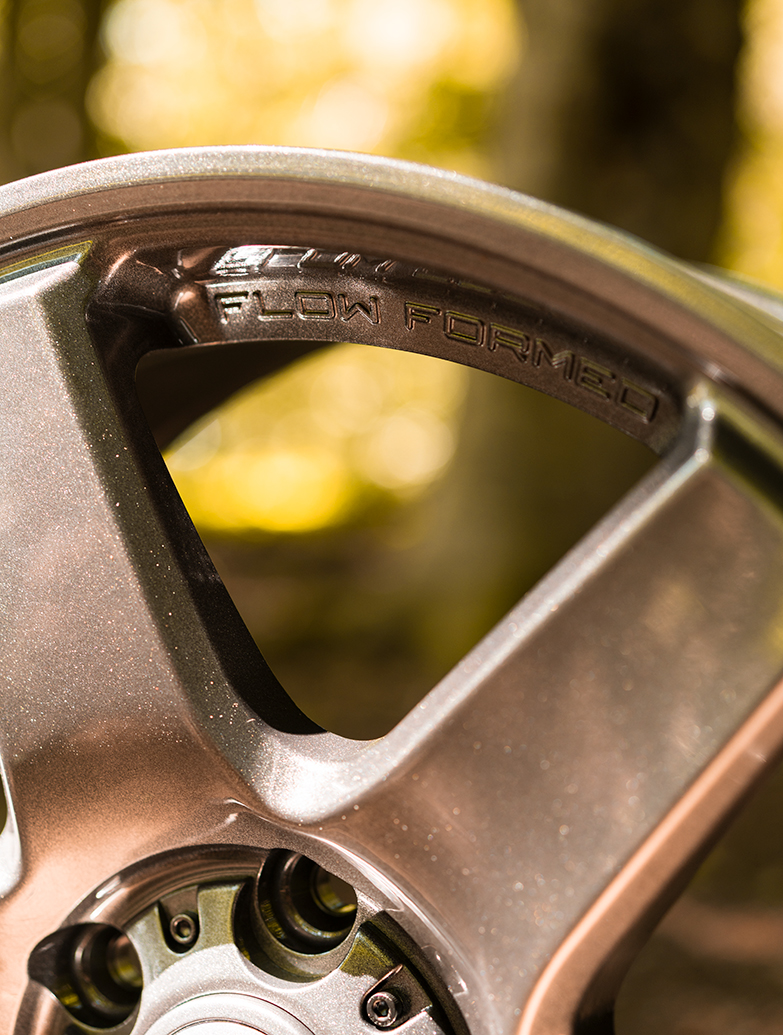 """Calibre X-Load 18\"""" Gunmetal Alloy Wheel - T5 T6"""