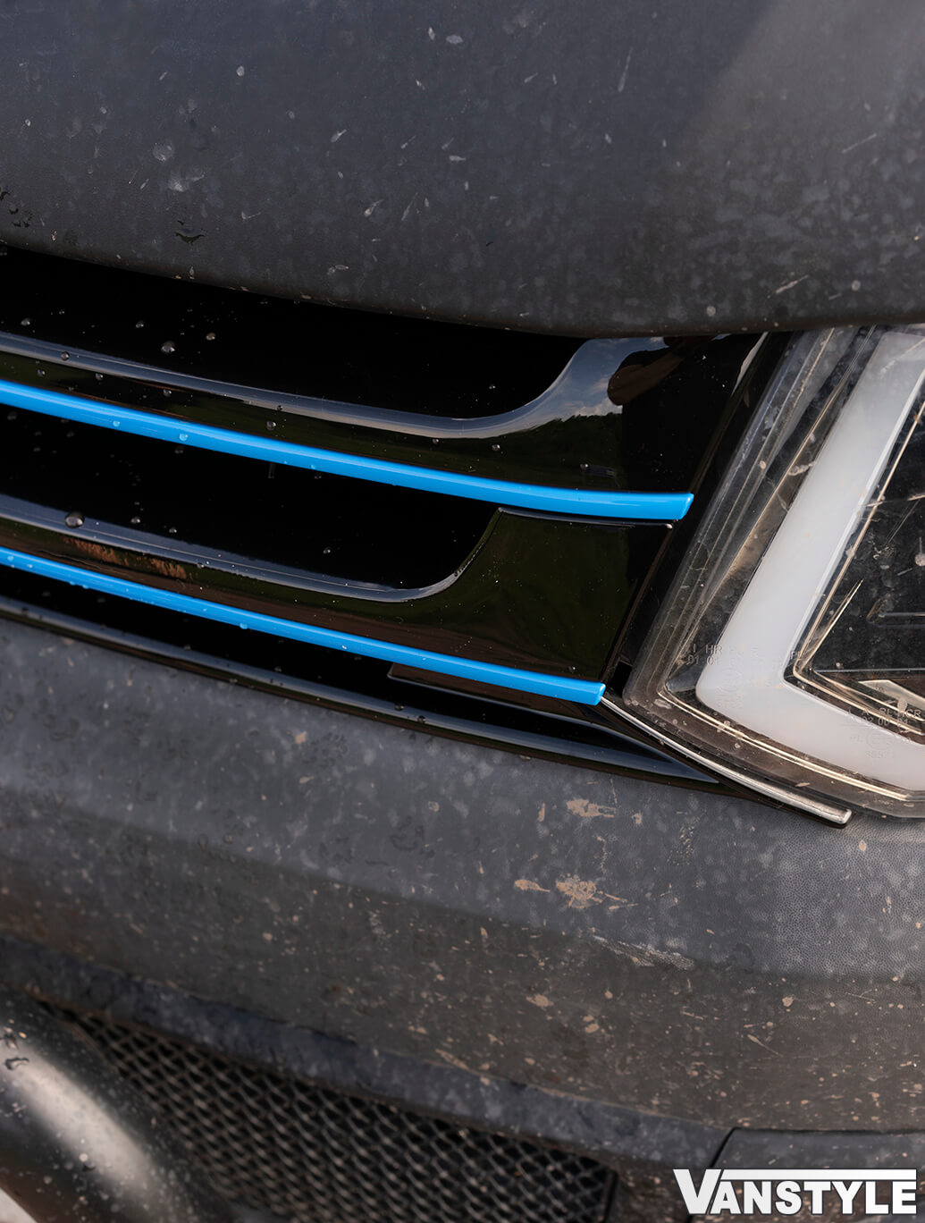 Gloss Black Badged Grille w/ Blue Trim Inserts - VW T5.1