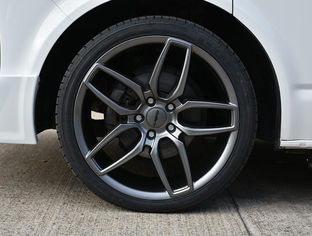 Calibre CC-U 20in 9J Gun Metal - VW T5 T6 Wheel & Tyre Set
