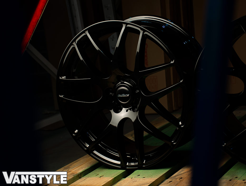 "Calibre Exile-R Gloss Black 18\"" Alloy Wheel Set of 4 - VW T5 T6"